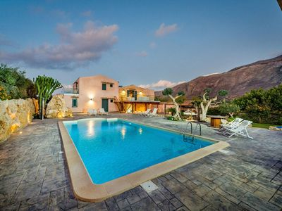 Photo for Wonderful private villa for 12 people with WIFI, private pool, A/C, TV and parking