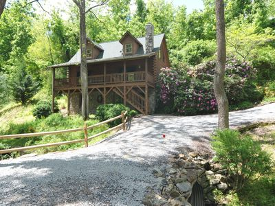 Photo for Beautiful Acorn Cabin, Dog-friendly, 10 min from Asheville