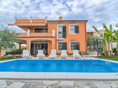 Photo for Top floor apartment with bedroom, bathroom, washing machine, air conditioning, Wi-Fi and roof terrace overlooking Pula