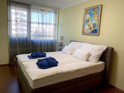 Photo for Modern, cosy apartment at riverside near downtown, free wellness and parking
