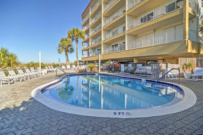 Enjoy balmy afternoons at this fabulous 2-bedroom, 2-bathroom vacation rental condo  in Madeira Beach!