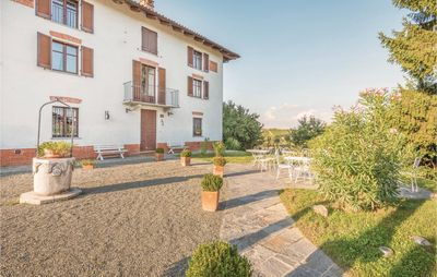 Photo for 5 bedroom accommodation in Nizza Monferrato (AT)