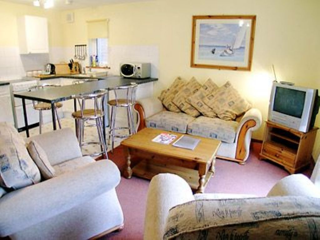 2 Bedroom Property In Ryde And Seaview Pet Friendly Whippingham Isle Of Wight South Of