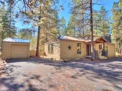 Photo for Cozy single level cabin with bright, remodeled kitchen. Free SHARC Passes.