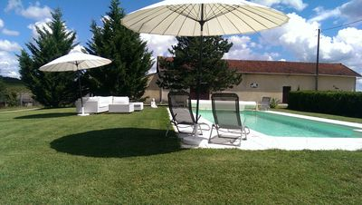 Photo for Pool, Wine and wonderful views.