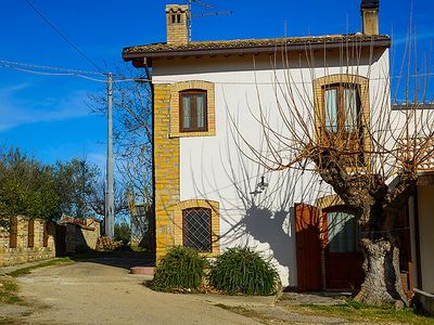 Photo for Charming Farmhouse Retreat with private swimming pool and barbecue.