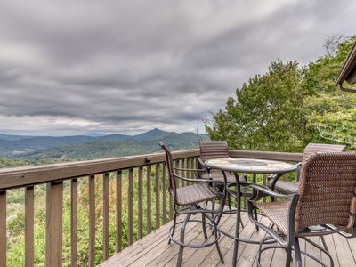 Photo for Gorgeous mountain home w/ a fireplace & lots of space - close to skiing!