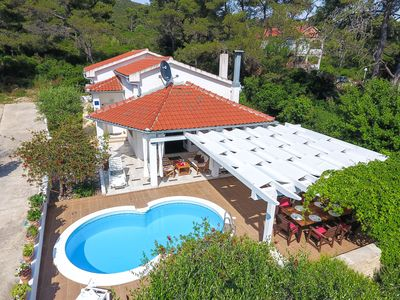 Photo for Spacious Holiday Home in Molat with Pool