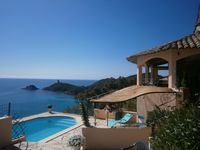 A wide sea view and a comfortable and interesting villa