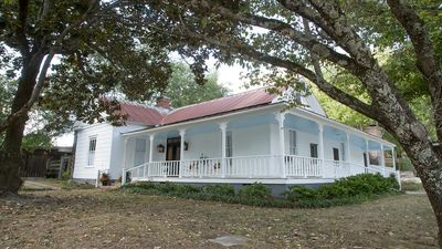 Taylor Inn - Private Rental of this Quaint Five Bedroom Country Inn