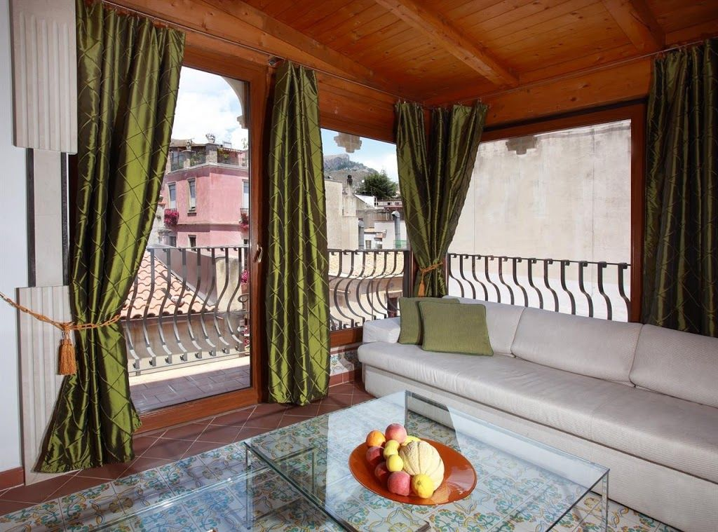 Semi-detached house with land in Taormina