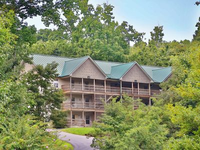 Condo 13B a 2BR condo located nearly across the street from Dollywood.