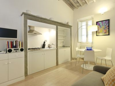 Photo for Tegolaio 4 apartment in Oltrarno with WiFi & integrated air conditioning.