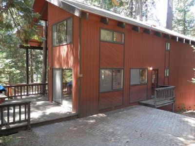 Photo for NEW LISTING! Spacious Blue Springs Lake cabin w/shared pool, free WiFi
