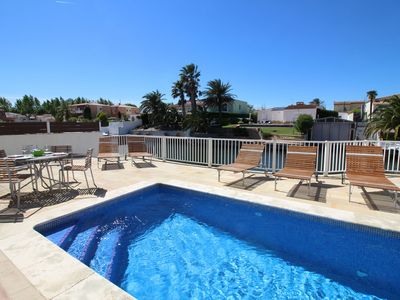 Photo for Holiday home with its own mooring and private swimming pool