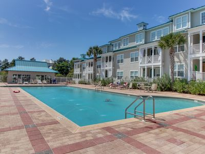 Photo for Spacious family-friendly townhome with shared pool - close to the beach!