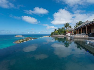 8 bedroom villa with heated infinity pool and jacuzzi