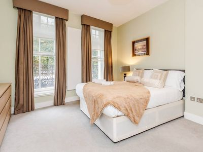 Photo for Beautiful 3 bed, 3 bathroom in High St. Kensington