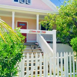 Photo for Cute & Quaint Take Ya Time Cottage - walking distance to Twin Beach