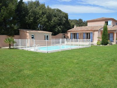Photo for Beautiful villa with private pool, at walking distance of the centre of Saint Didier