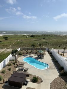 Large, heated pool,  hot tub for 8, 4 lounges, dining table for 6 w umbrella