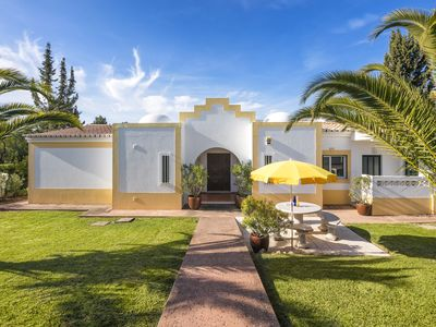 Photo for Private villa with large pool, near Carvoeiro, beautifully landscaped
