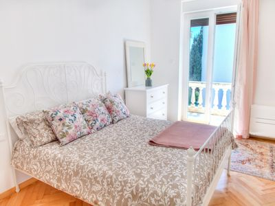 Photo for Beautiful flat with high ceilings overlooking  Park Monte Zaro - Centre of Pula