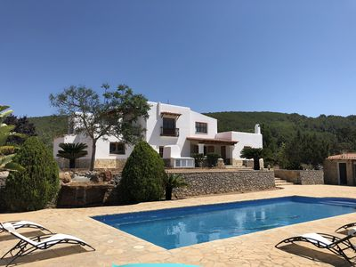 Photo for Beautiful country house with pool