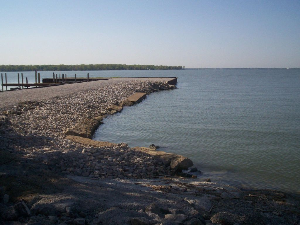 Avalon on the bay waterfront cottage cedar homeaway for Sandusky bay fishing