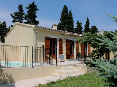 Photo for Apartment located in an orchard just 5 km from Isle-sur-la-Sorgue