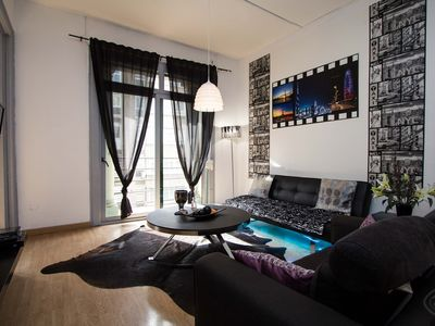 Photo for Trendy three bedroom apartment, for up to six guests, wonderfully situated close to Plaza Espanya in