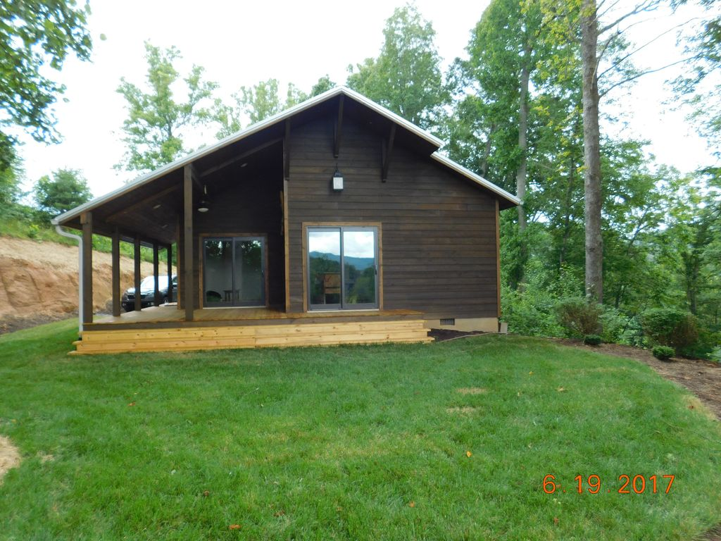 Pigeon River Cabin In Scenic Mountains Of Western North