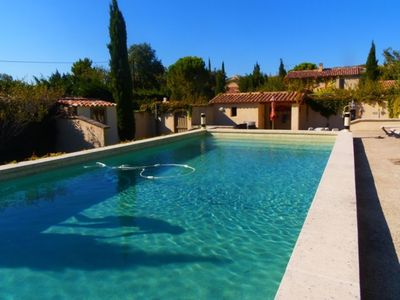 Photo for Family cottage with pool and communal sauna in the heart of the Alpilles, 2 prs