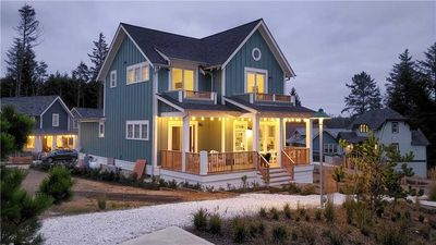 Photo for Xanadune: 4 BR / 4.5 BA seabrook in Pacific Beach, Sleeps 13