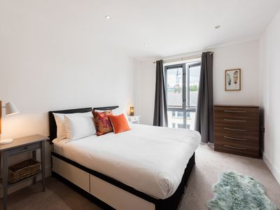 Photo for Large and cosy Apartment in Central Ealing with all the amenities