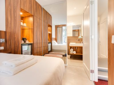 The Cabinet is ideally located in the trendy De Pijp area in Amsterdam.