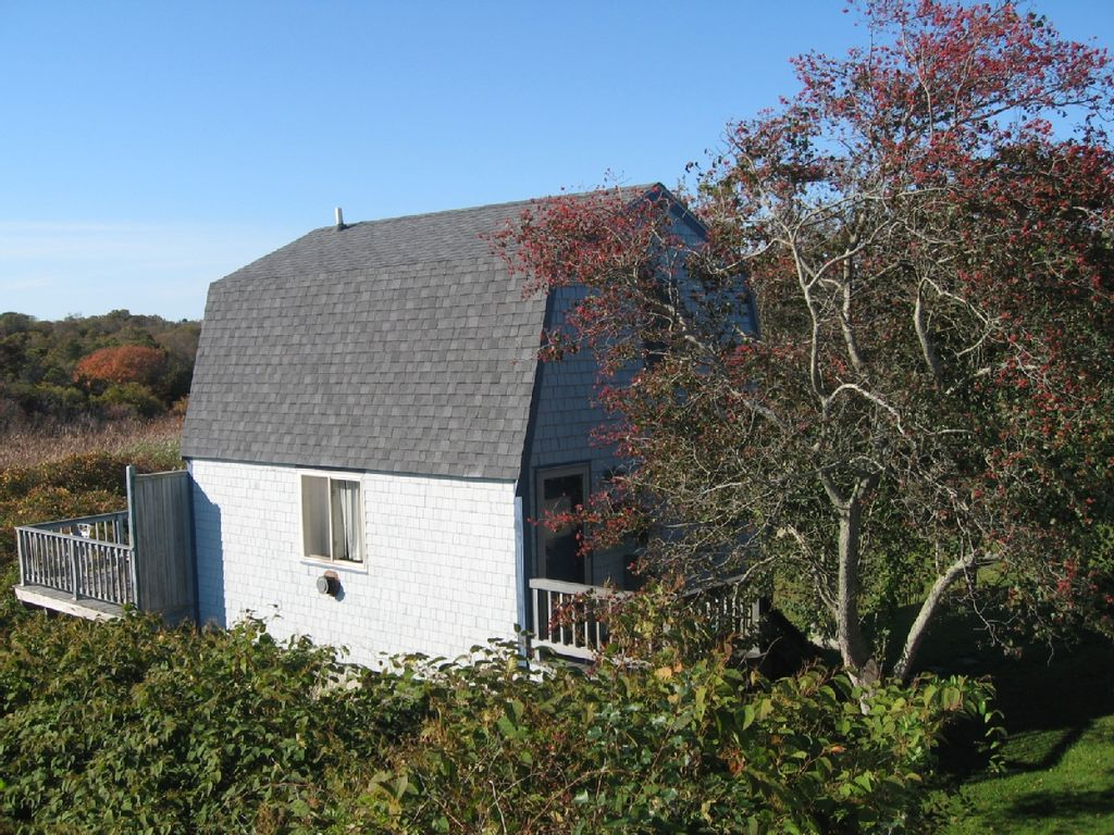 Block island ri charming cottage secluded borders for Block island cottage
