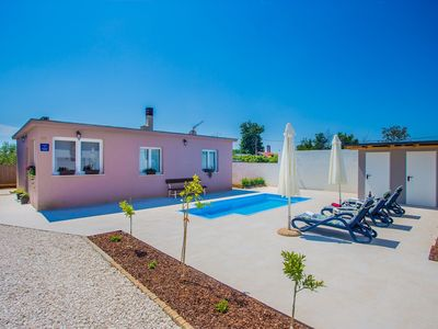 Photo for Nice Holiday Home Lory with Pool near Pula