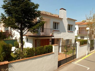 Photo for House with garden just 100m from the beach - Wifi
