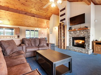 Photo for Comfortable mountain home w/ private hot tub, fireplace, views & jetted tubs!