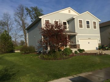 Large Executive home minutes from MSU and Downtown, perfect for groups/families