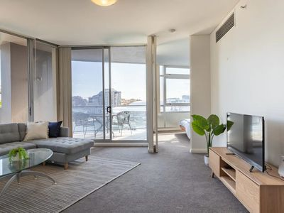 Photo for Modern Harbourside Apartment With A View