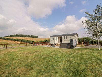 Photo for HILLSIDE VIEW, pet friendly, with hot tub in Rhayader, Ref 976617