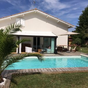 Photo for Charming villa, quiet, 4 bedrooms, heated pool, near beach.
