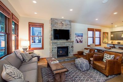 530 West Pacific - Living room with gas fireplace, large flat-screen TV