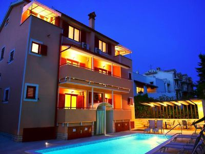 Photo for Zdjelar B1, 800 m to the beach,outdoor shared pool,4 people,free WiFi,garden,BBQ