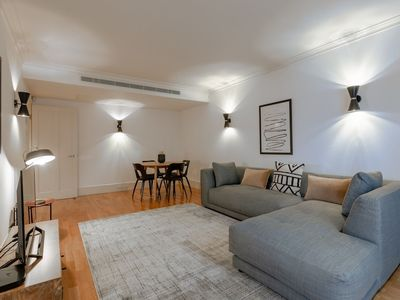 Photo for 2 Bedroom Flat in Chelsea With Pool and Garden