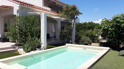 Photo for Air conditioning studios in Villa, SIX FOURS pool 400m from the sea, 25mn walk from Sanary
