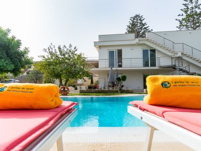 Photo for Holiday house in villa ground floor with swimming pool and garden 100 meters from the sea