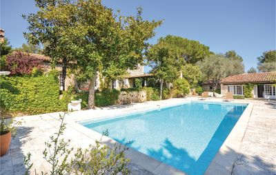 Photo for 6 bedroom accommodation in Le Rouret